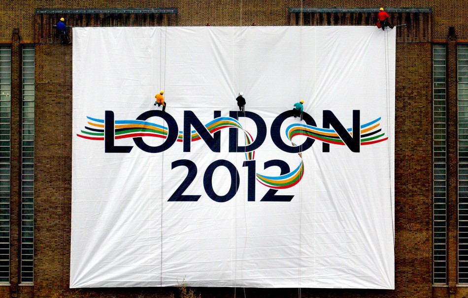 LOGO FOR LONDON'S 2012 OLYMPIC GAMES BID IS UNVEILED AT TATE MODERN GALLERY IN LONDON.