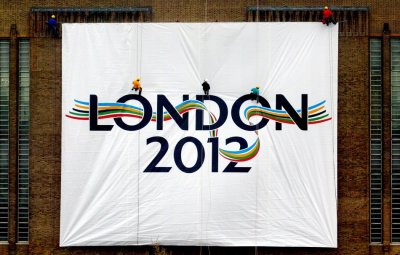 LOGO FOR LONDONS 2012 OLYMPIC GAMES BID IS UNVEILED AT TATE MODERN GALLERY IN LONDON.