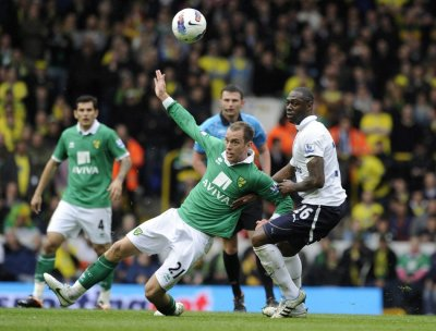 Tottenham Hotspur039s Ledley King R challenges Norwich City039s Aaron Wilbraham during their English Premier League soccer match at White Hart Lane in London