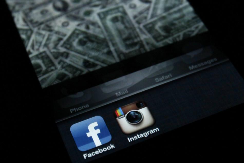Facebook Buys Photo-Sharing Service Instagram for $1 Billion