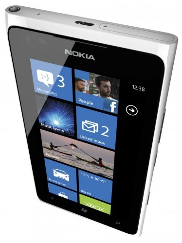 White Nokia Lumia 900