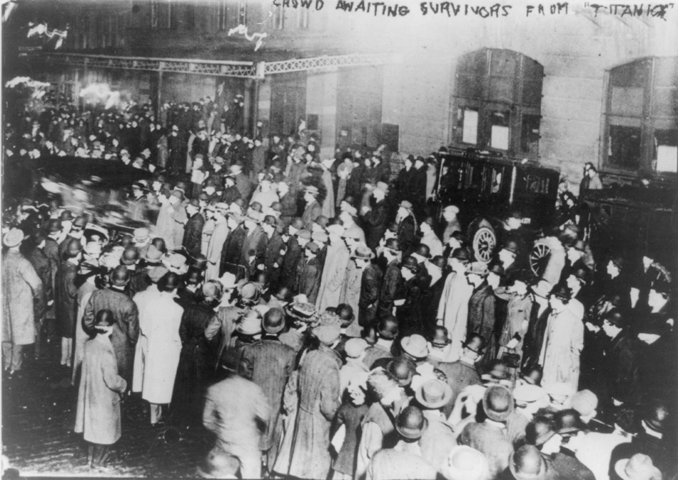 Crowd in New York awaiting survivors from Titanic to arrive aboard the Carpathia following the sinking of the Titanic