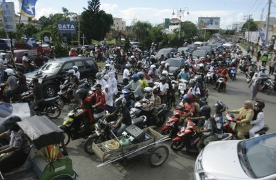People riding motorbikes and cars packed the street in Banda Aceh after a strong earthquake struck Indonesia province