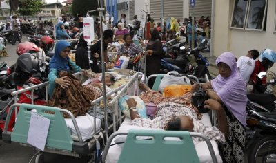 Patients are evacuated from a hospital after an earthquake hit the western coast of Sumatra, in Banda Aceh in Aceh province