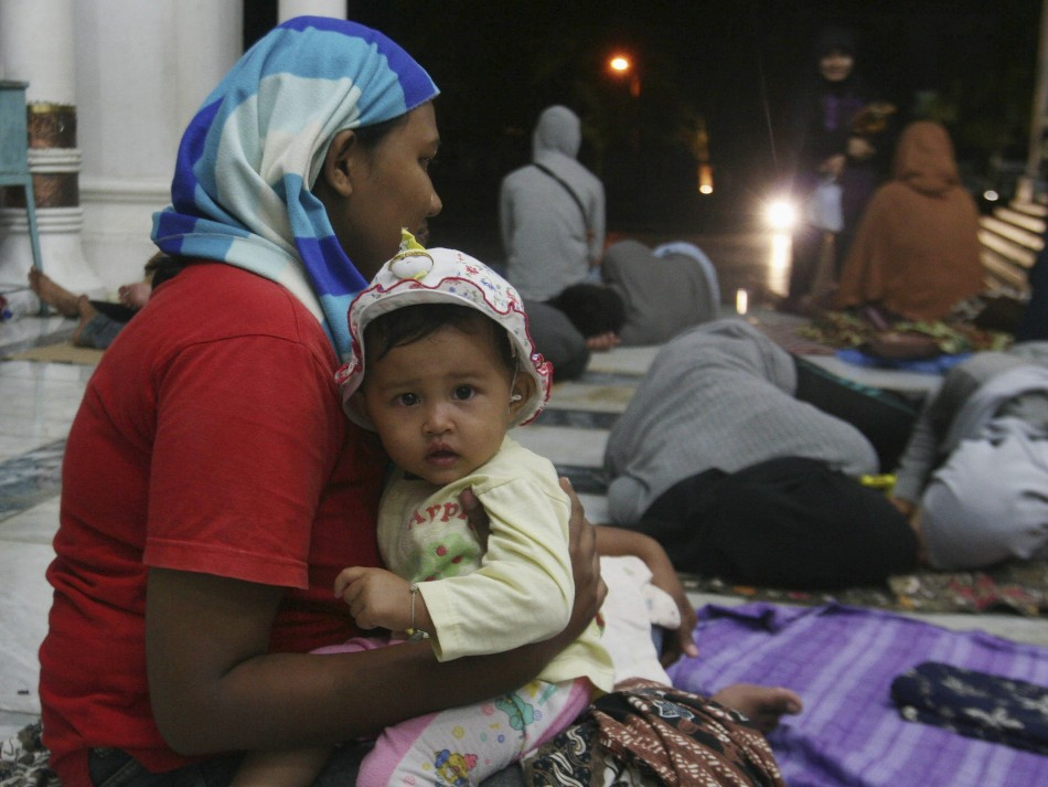 Residents of Banda Aceh take shelter in Baiturrahman Mosque after twin earthquakes struck off Indonesian coast