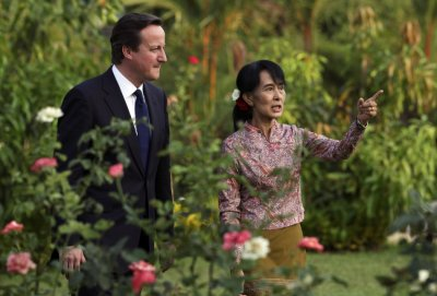 Prime Minister David Cameron met with pro-democracy and opposition leader, Suu Kyi and called on sanctions against Burma to be suspended.