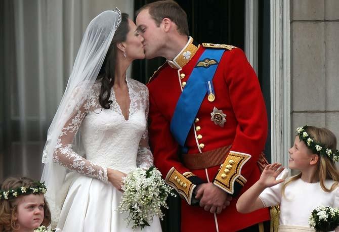 Kiss for Public on Palace Balcony