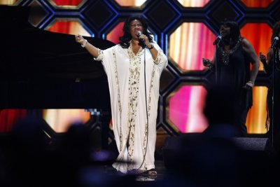 Singer Aretha Franklin performs during the 10th Anniversary TV Land Awards in New York