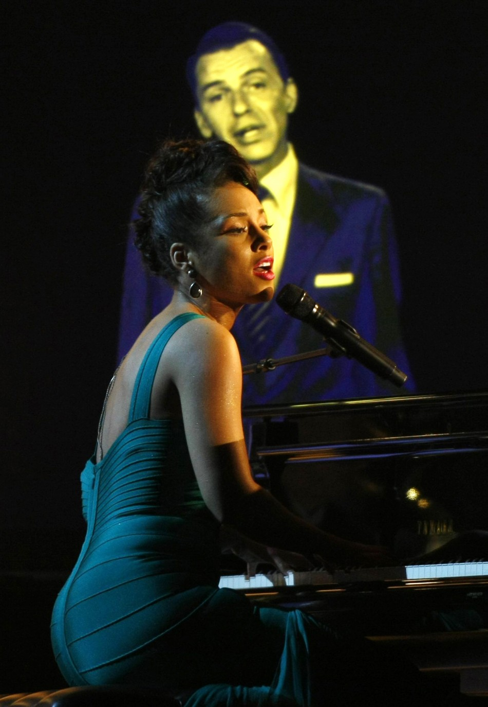 Alicia Keys sings Learnin the Blues with digital Frank Sinatra at 50th annual Grammy Awards in Los Angeles in February