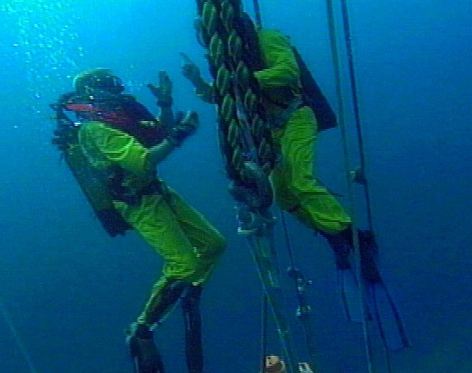 Divers from a salvage ship make an ill-fated attempt to pull up a section of the hull of the Titanic