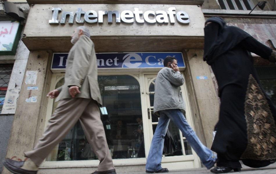 Egypt Shocked Husband Faints In Internet Cafe After -5719
