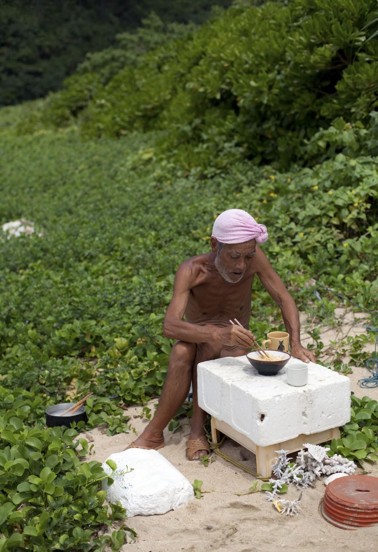 Naked Japanese Hermit