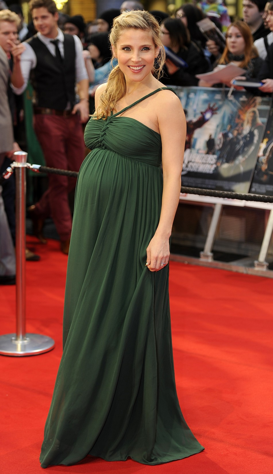 Scarlett Johansson Smoulders in European 'Avengers' Premiere Red Carpet