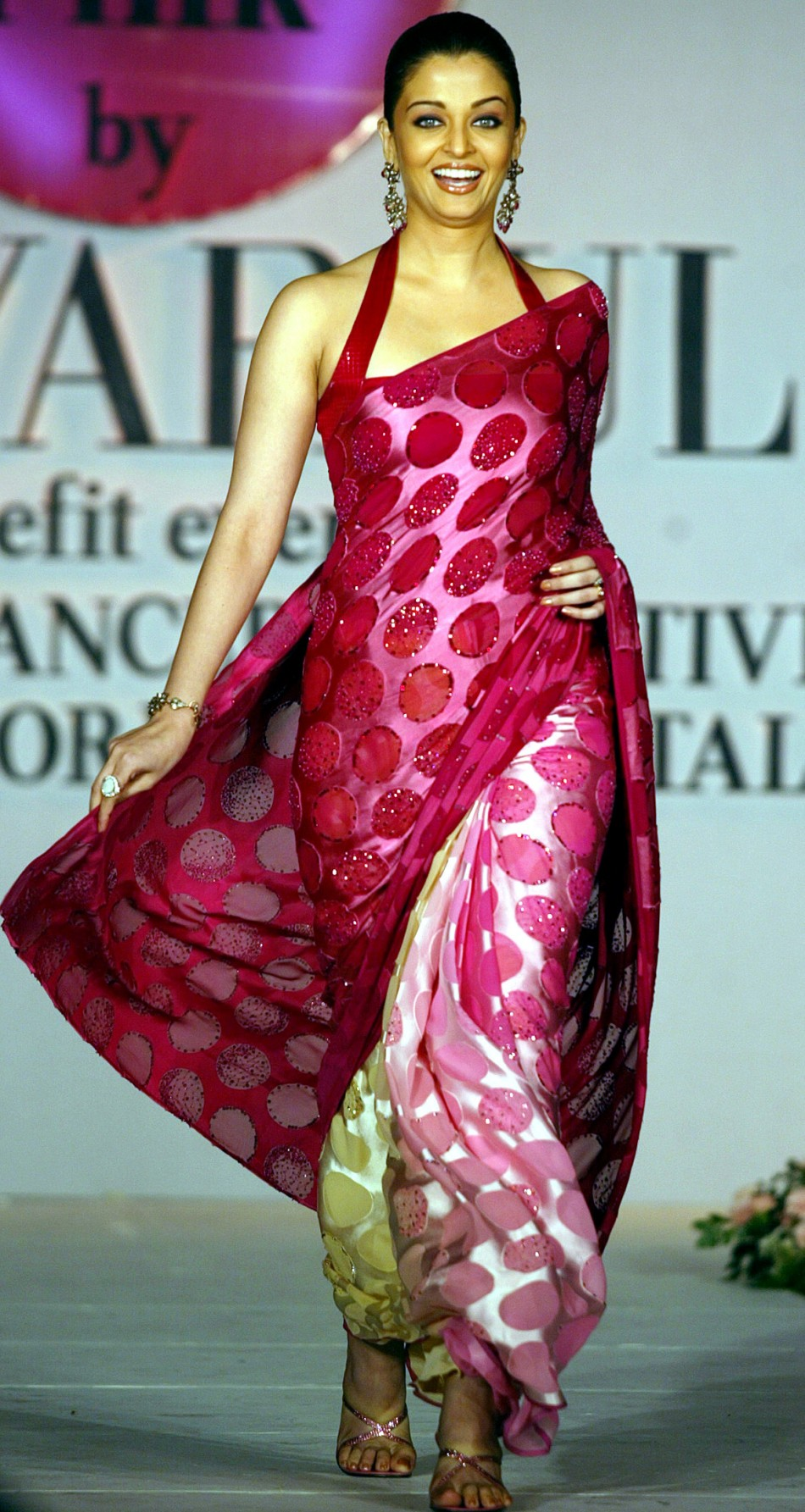Bollywood Indian actress Aishwarya Rai displays a new outfit by Indian fashion house Satya Paul in Bombay 2004