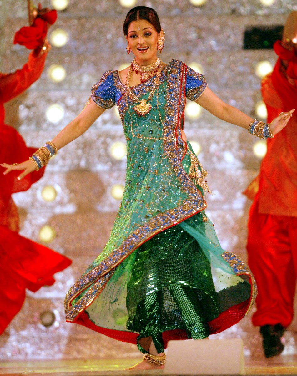 Bollywood star Aishwarya Rai performs during a concert in Bombay 2005