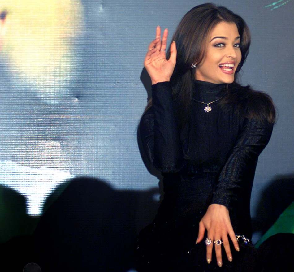BOLLYWOOD STAR AISHWARYA RAI REACTS DURING THE LAUNCH OF A DIAMOND JEWELLERY COLLECTION IN BOMBAY 2003