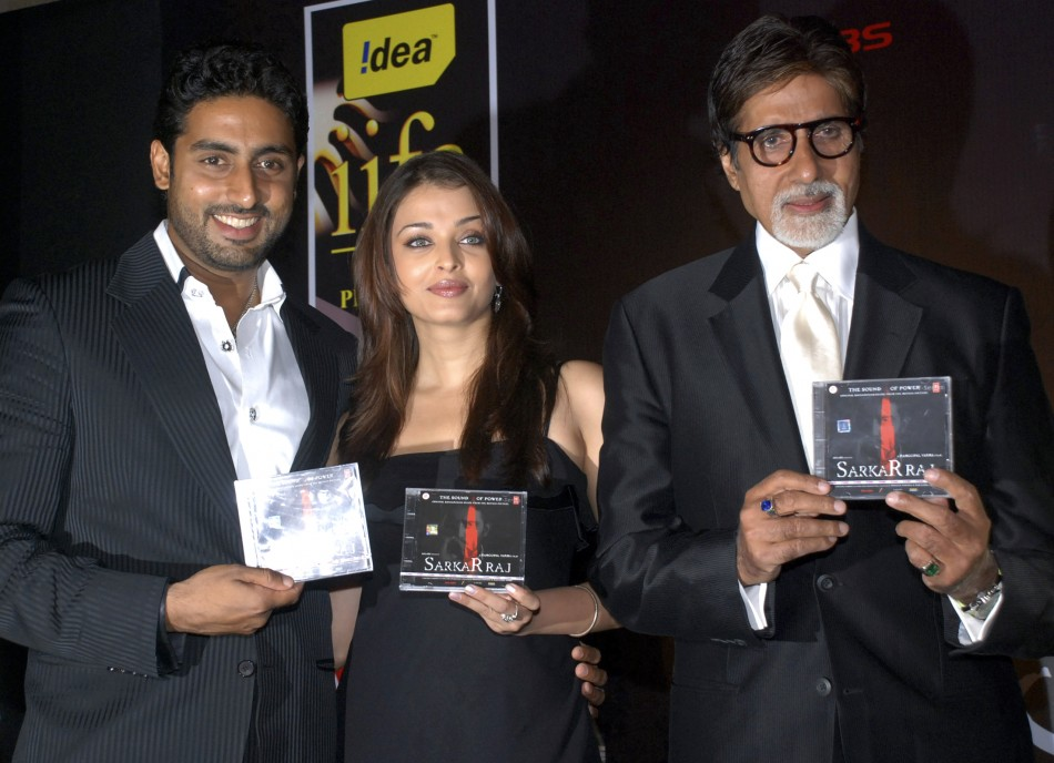 Abhishek Bachchan, Aishwarya Rai Bachchan and Amitabh Bachchan at the Ideal Filmfare Awards