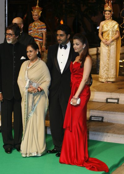 Bollywood actors Amitabh Bachchan, his wife Jaya Bachchan, son Abhishek Bachchan and his wife Aishwarya Rai Bachchan arrive the 9th IIFA awards in Bangkok in 2008
