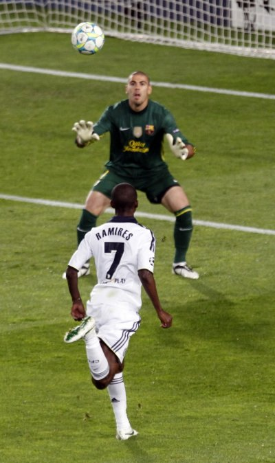Chelsea039s Ramires scores a goal over Barcelona039s Valdes during their Champions League soccer semi-final in Barcelona