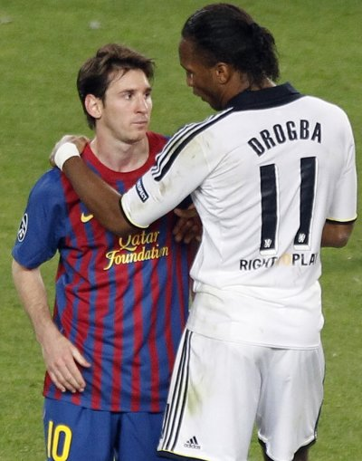 Chelsea039s Drogba comforts Barcelona039s Messi at the end of their Champions League soccer semi-final in Barcelona