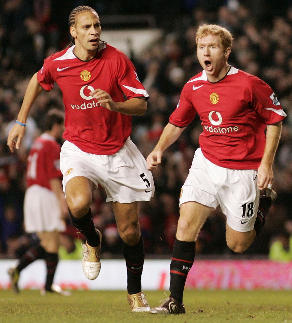 Rio Ferdinand wants Scholes to continue for another year