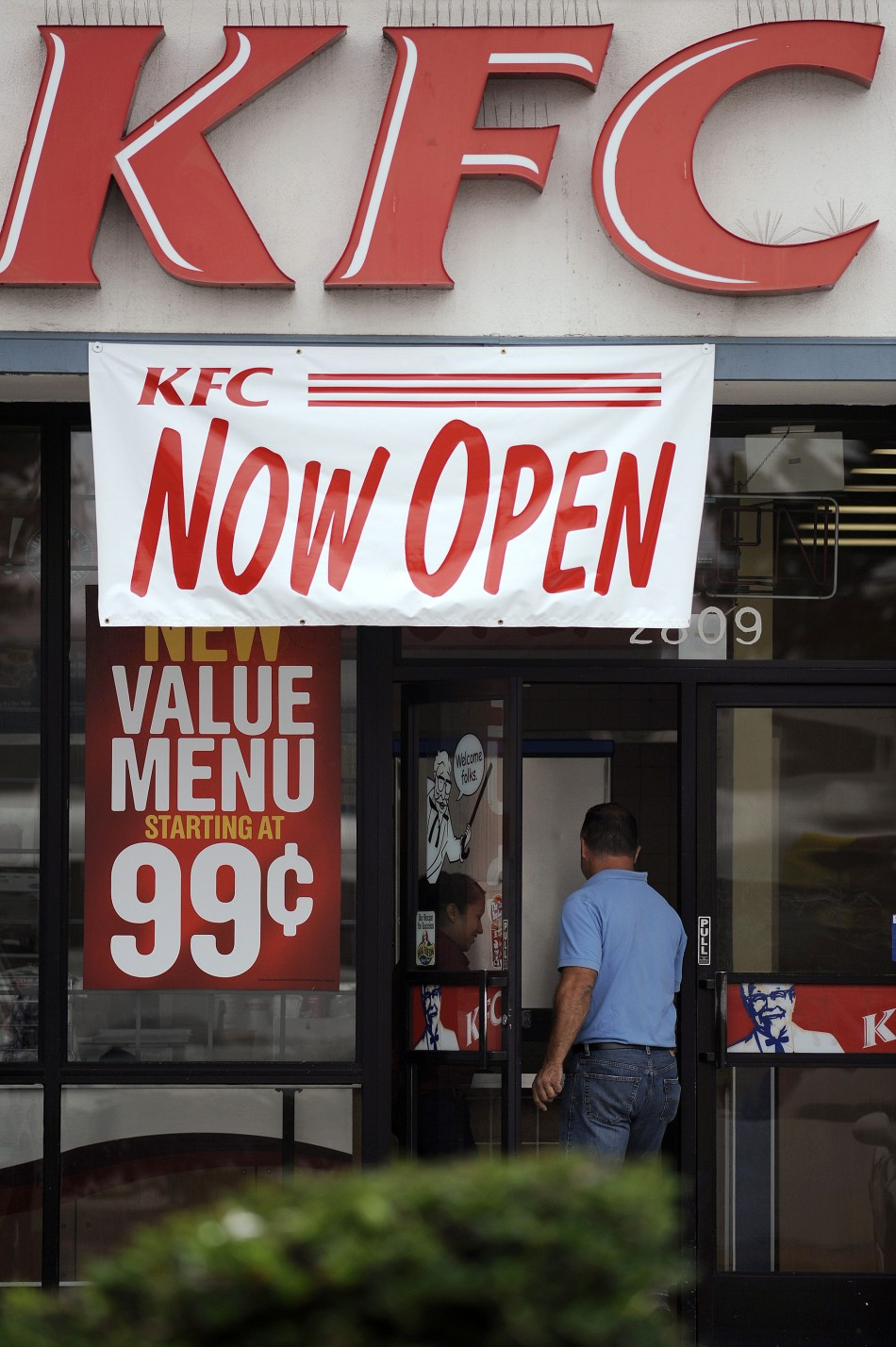 kfc compensation Union leaders have demanded cash compensation for thousands of kfc staff who have lost out following mass branch closures, which began on the weekend.