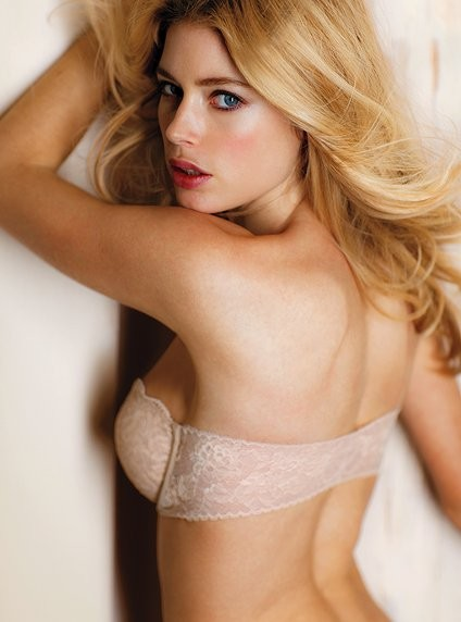 The strapless bra in skin colour