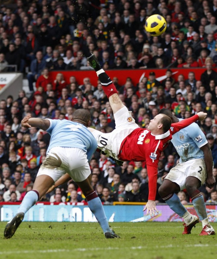 Rooney scores from an overhead kick