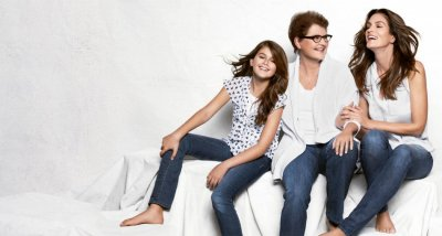 Supermodel Cindy Crawford in New JCPenny Ad with Mom and Daughter Kia