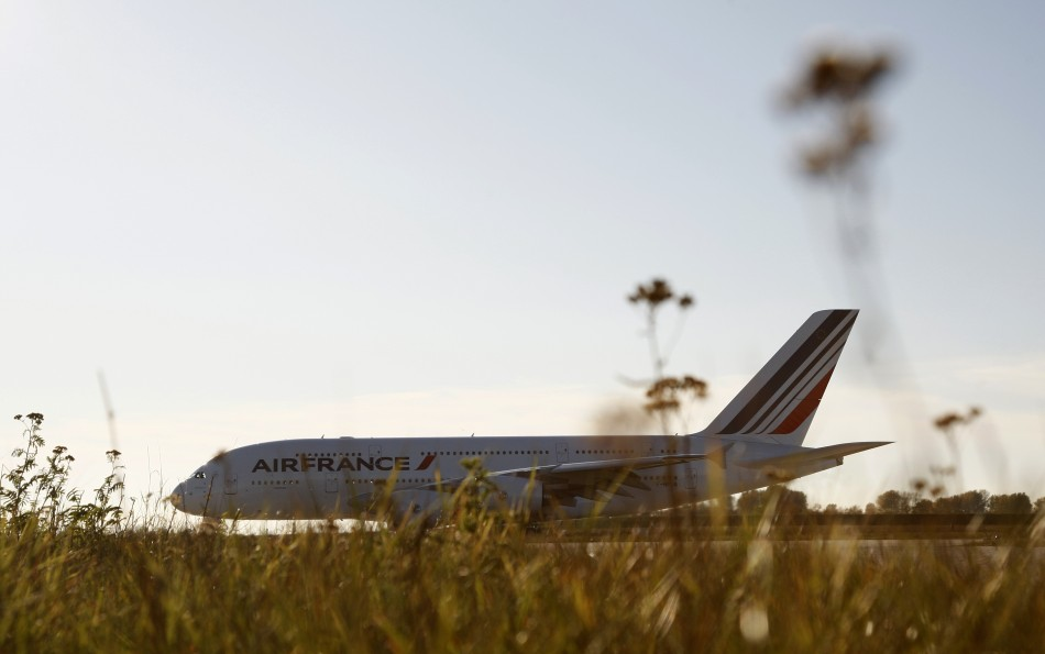 Airline fuel hedging fails to help carriers slow soaring costs for Air france assistance chaise roulante