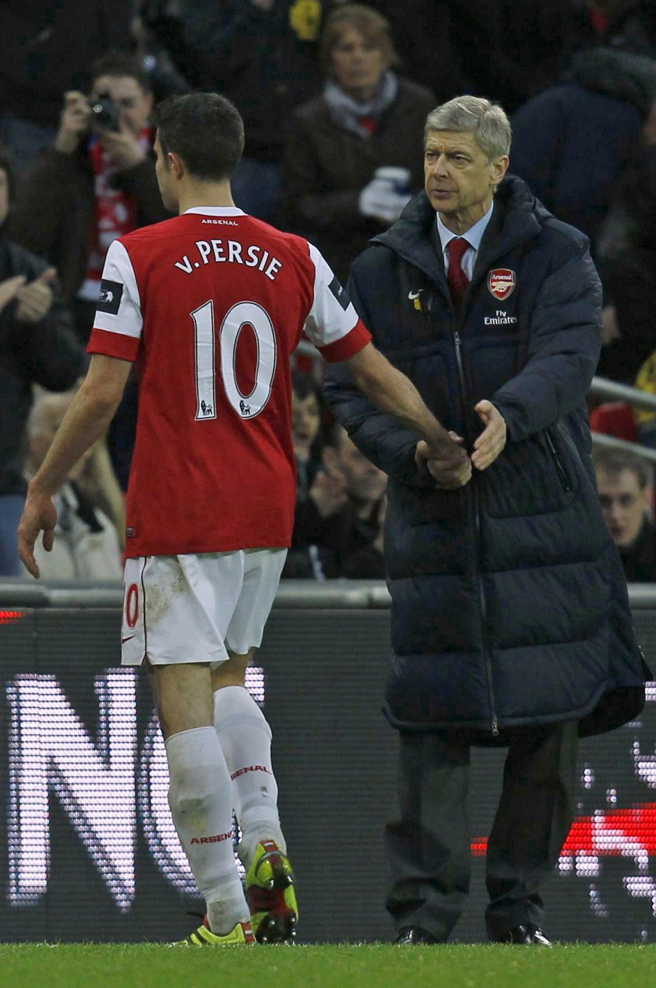 Arsenal's Arsene Wenger and Robin van Persie