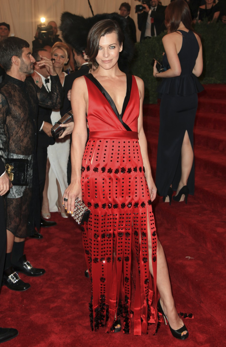 Milla Jovovich Photo Shows Star Looking Stunning While Throwing Popcorn At Zombies At Resident Evil Retribution Premiere TRAILER