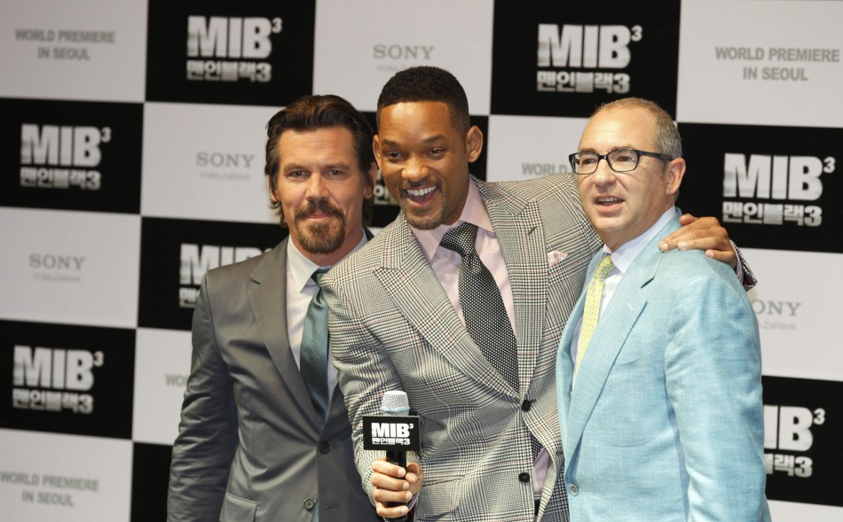"Cast members Will Smith and Josh Brolin pose together with director Barry Sonnenfeld during the world premiere, a red carpet event, for their film ""Men in Black III"" at a theatre in Seoul"