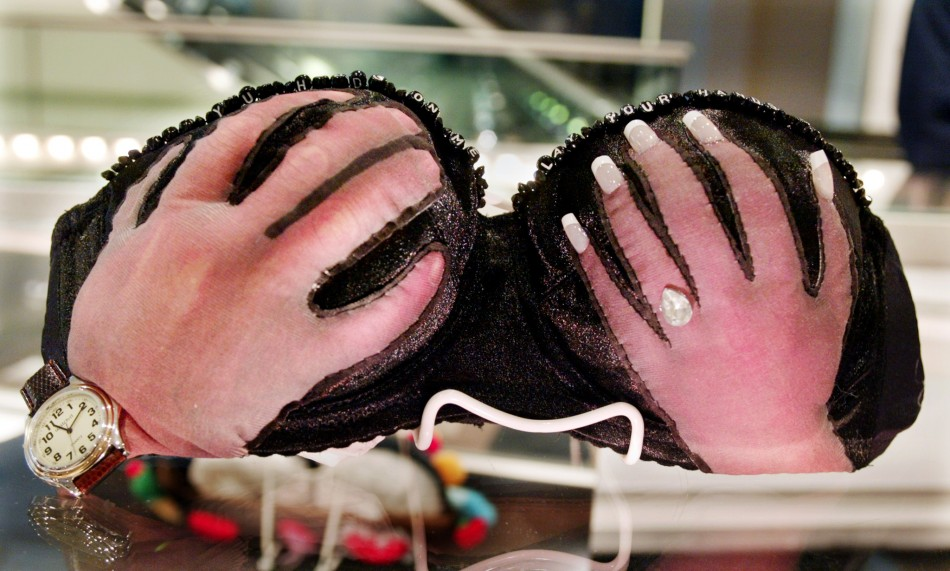 BRA DESIGNED BY ACTRESS JENNIFER ANISTON TO BE AUCTIONED.