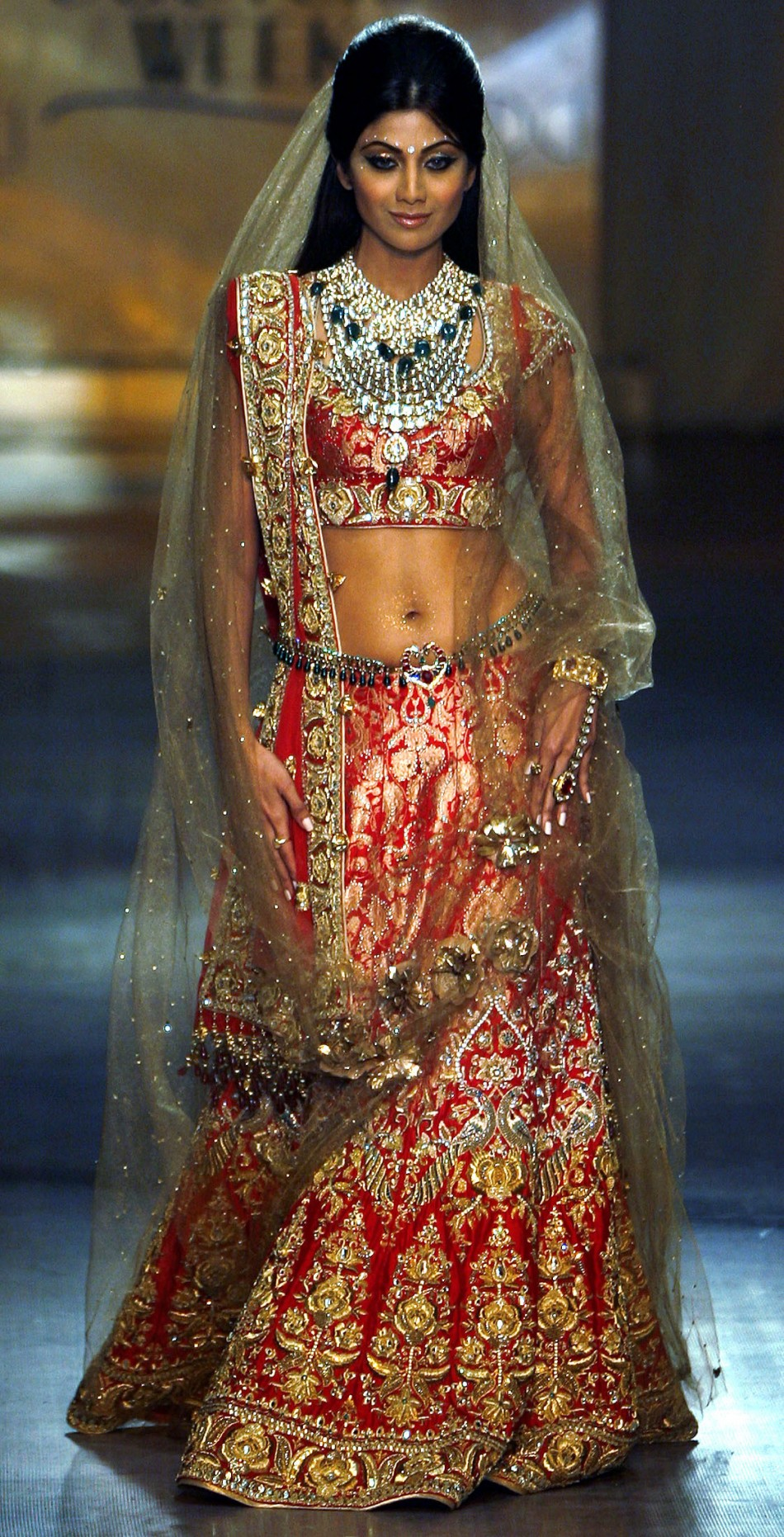Bollywood actress Shilpa Shetty displays a creation by Indian designer Tarun Tahiliani on the fifth-day of India Couture Week in Mumbai September 20, 2008. REUTERS/Punit Paranjpe