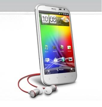 Nokia PureView 808 vs HTC Sensation XL: Would You Choose 41MP Camera Sensor or Beats Audio?