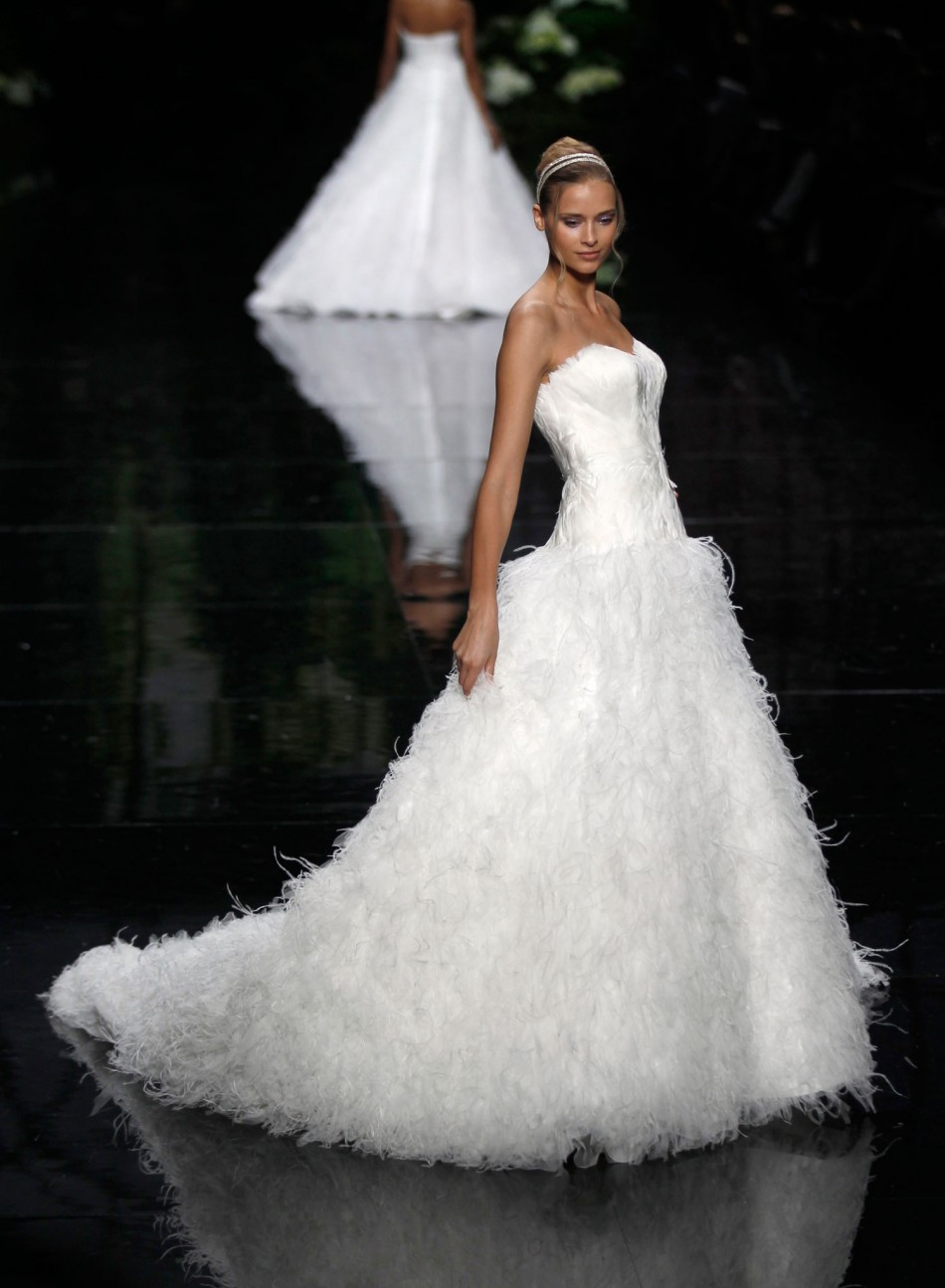 Elie Saab for Pronovias: Sumptuous Gowns Displayed at Barcelona ...