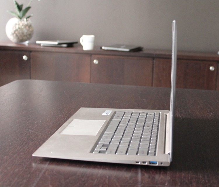 Asus Zenbook UX31 Ultrabook micro-HDMI port