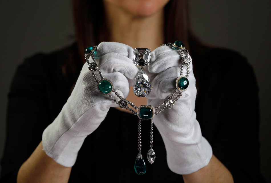 Queen Elizabeths Exclusive Diamond Jewelry Collection to be displayed