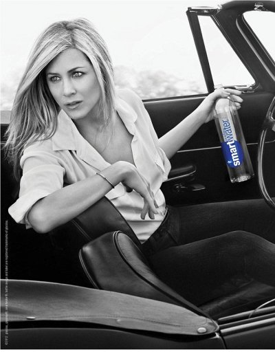 Jennifer Anistons effortlessly Charming Looks in New SmartWater Advert