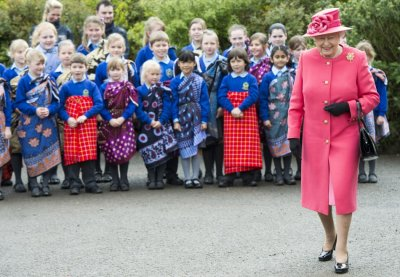 Britain039s Queen Elizabeth visits the Chester Zoo in Chester, northern England