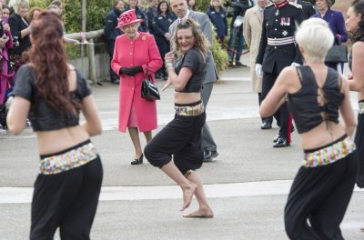 Britain039s Queen Elizabeth watches dancers at the Chester Zoo northern England