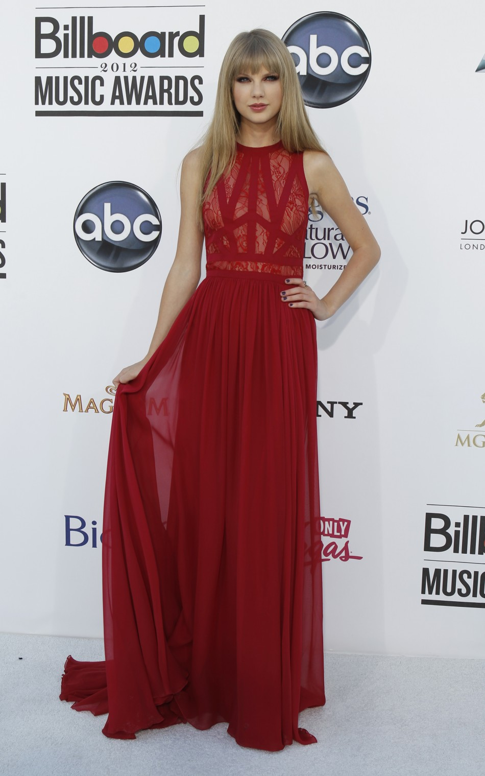 Singer Taylor Swift arrives at the 2012 Billboard Music Awards in Las Vegas