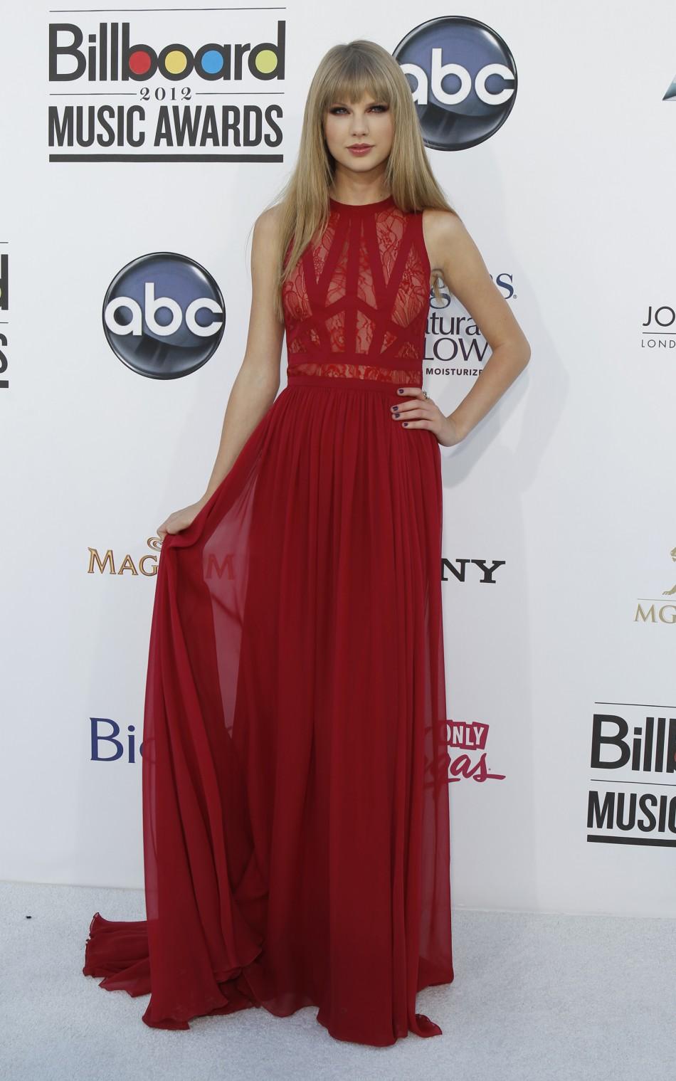 Singer Taylor Swift arrives at the 2012 Billboard Music Awards in Las Vegas