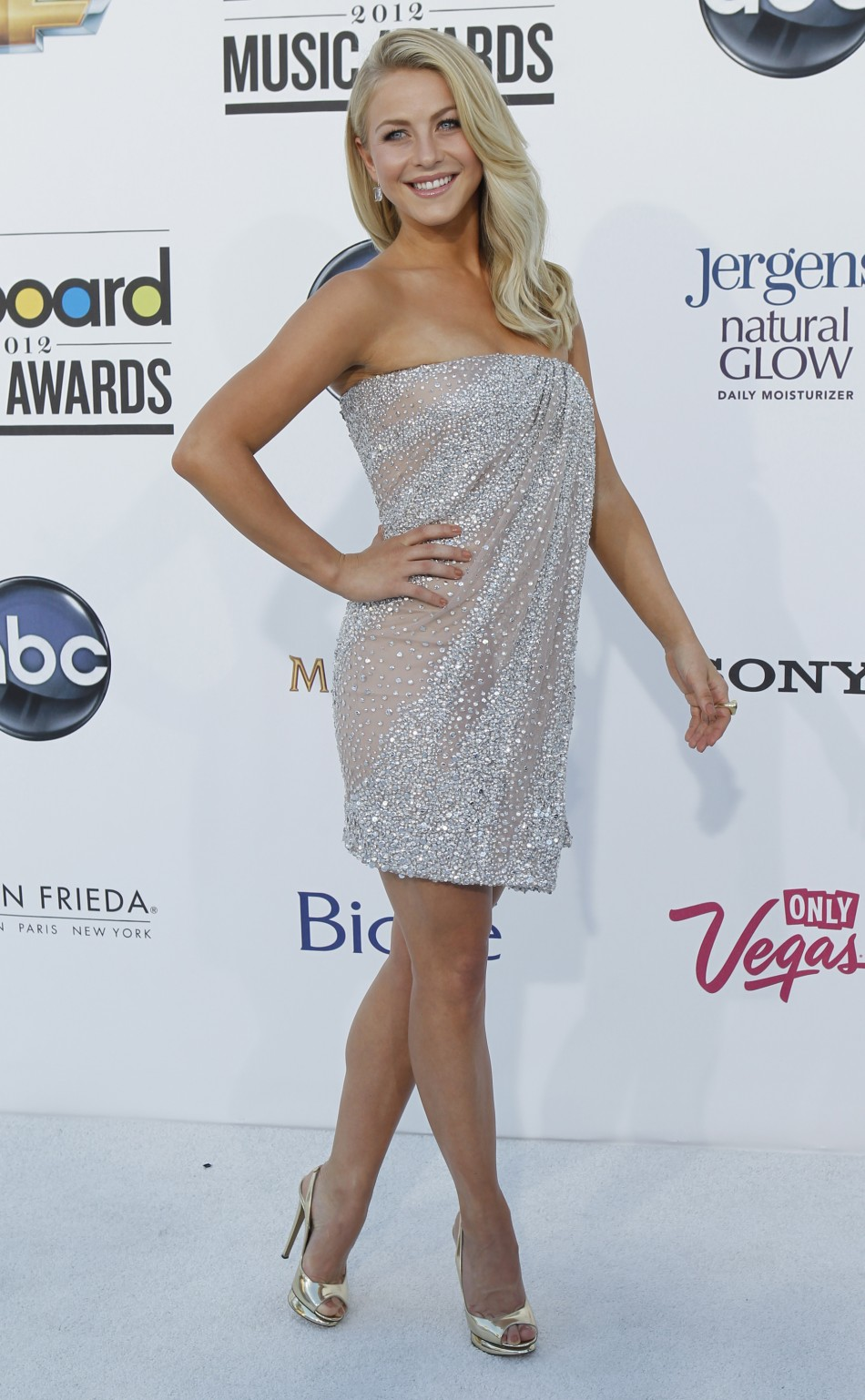 Musician and actress Julianne Hough arrives at the 2012 Billboard Music Awards in Las Vegas