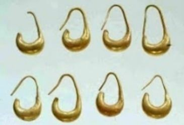 Four pair of moon-shaped gold earrings were also found in the vessel. (Photo: The Megiddo Expedition)