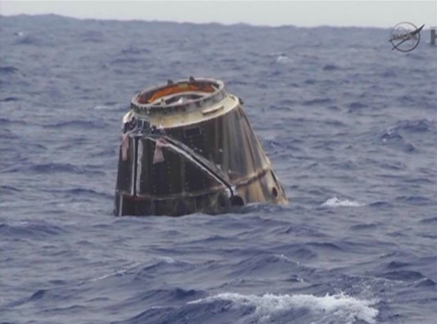 SpaceX Dragon capsule floats in the Pacific Ocean off of Baja, California (Reuters/Nasa)