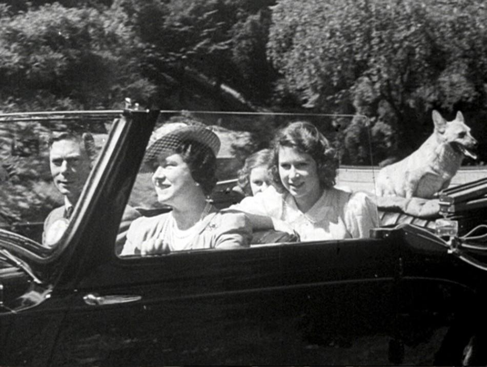 Diamond Jubilee Weekend Queen Elizabeths Rare Pictures Released