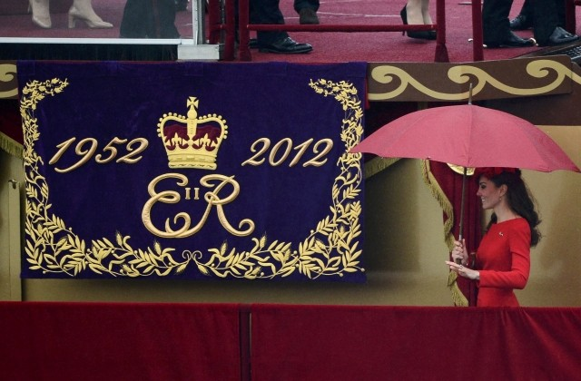 Queens Diamond Jubilee Pageant Did Kate go wrong