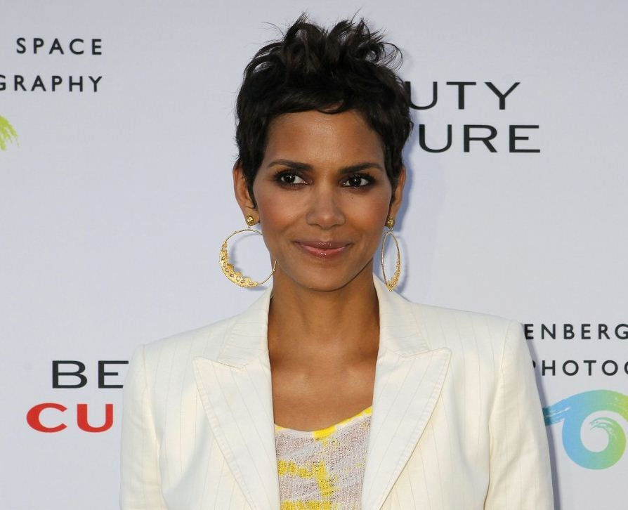 Halle Berry as Jinx